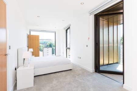 Spacious bedroom at Elgin Avenue Apartments, Westbourne Green, London - Citybase Apartments