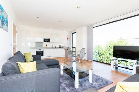 Spacious lounge at Elgin Avenue Apartments, Westbourne Green, London - Citybase Apartments