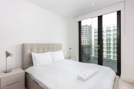 Bed at Royal Wharf Apartment, Silvertown, London - Citybase Apartments