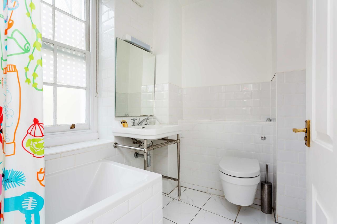 Bath at St Paul Apartments, City, London - Citybase Apartments