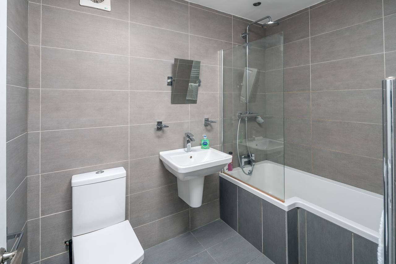 Bathroom at Shoreditch Serviced Apartments, Shoreditch, London - Citybase Apartments