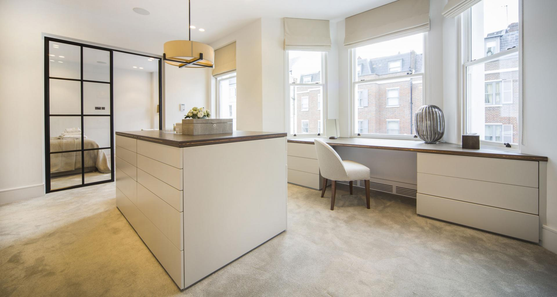 Dressing room at 21 Campden Hill Garden House, Notting Hill, London - Citybase Apartments