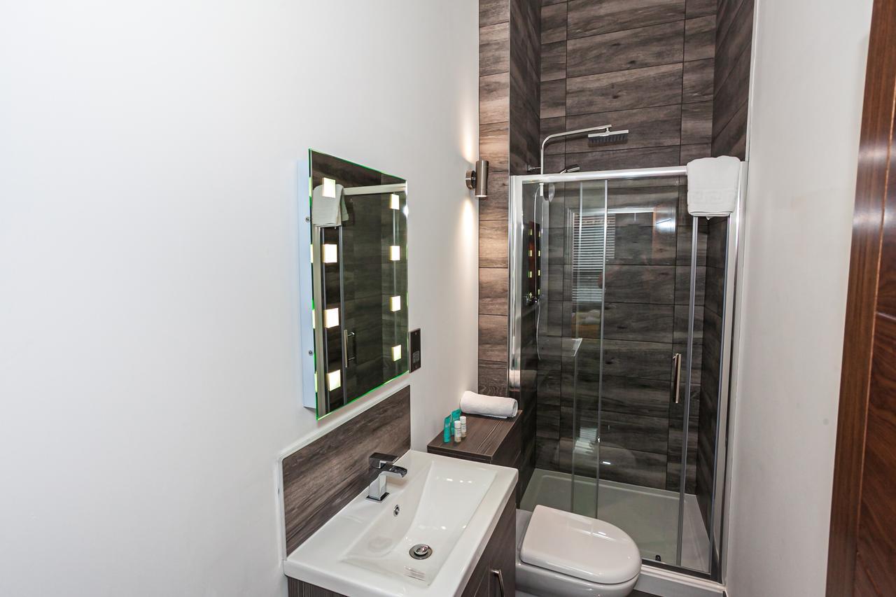 Bathroom at Green Quarter Southall Apartment, Green Quarter, Manchester - Citybase Apartments