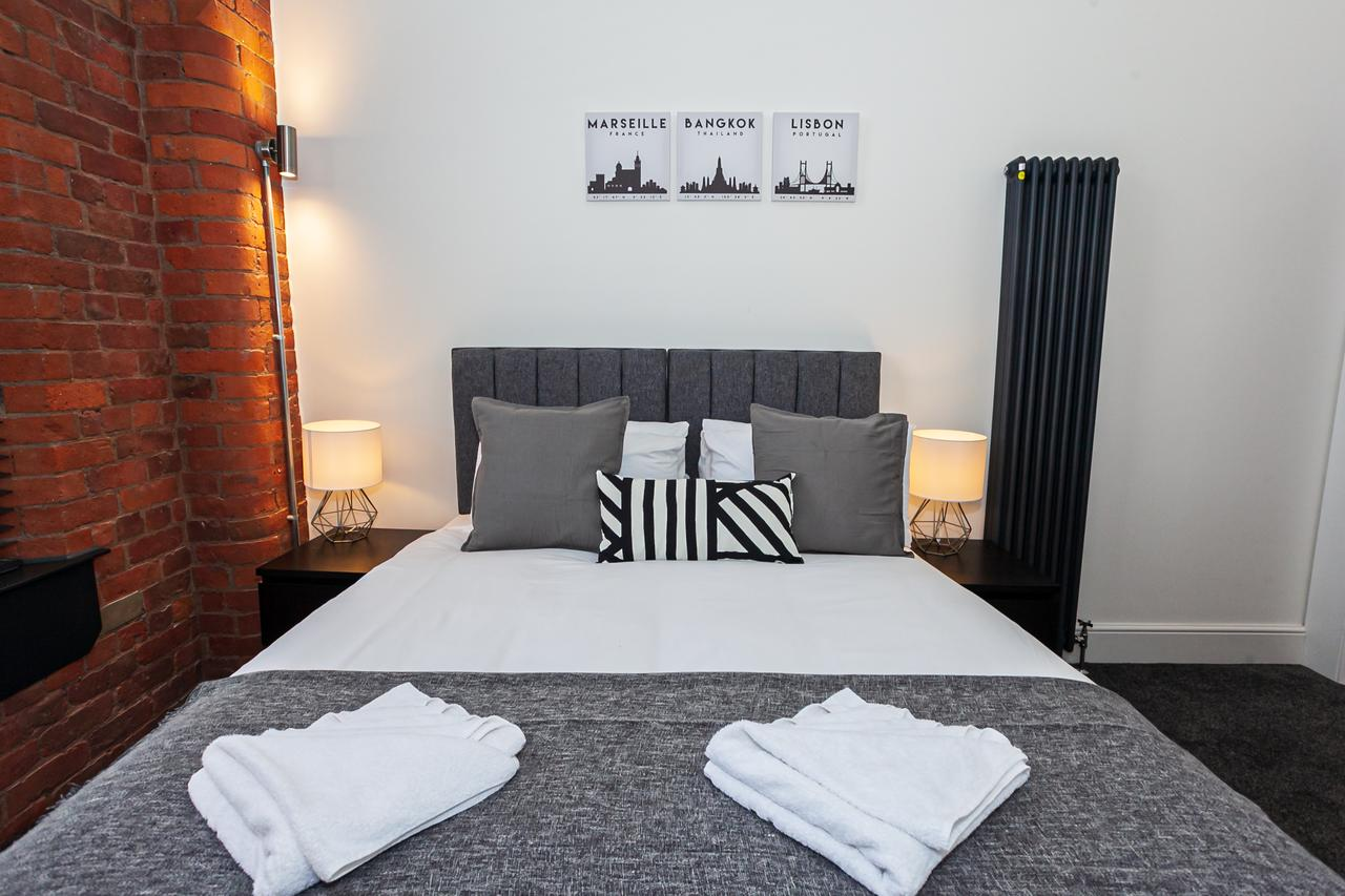 Double bed at Green Quarter Southall Apartment, Green Quarter, Manchester - Citybase Apartments