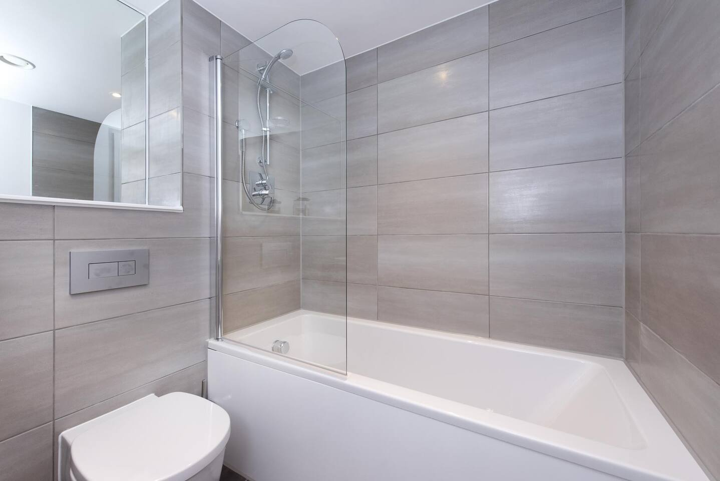 Bathroom at The Lansdowne Apartments, Ladywood, Birmingham - Citybase Apartments
