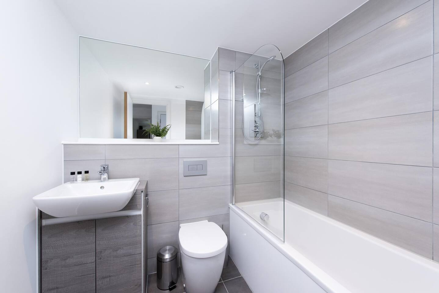 Shower at The Lansdowne Apartments, Ladywood, Birmingham - Citybase Apartments