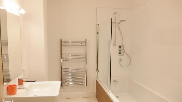 Bathroom at Twickenham Fraser Apartment, Twickenham, London - Citybase Apartments