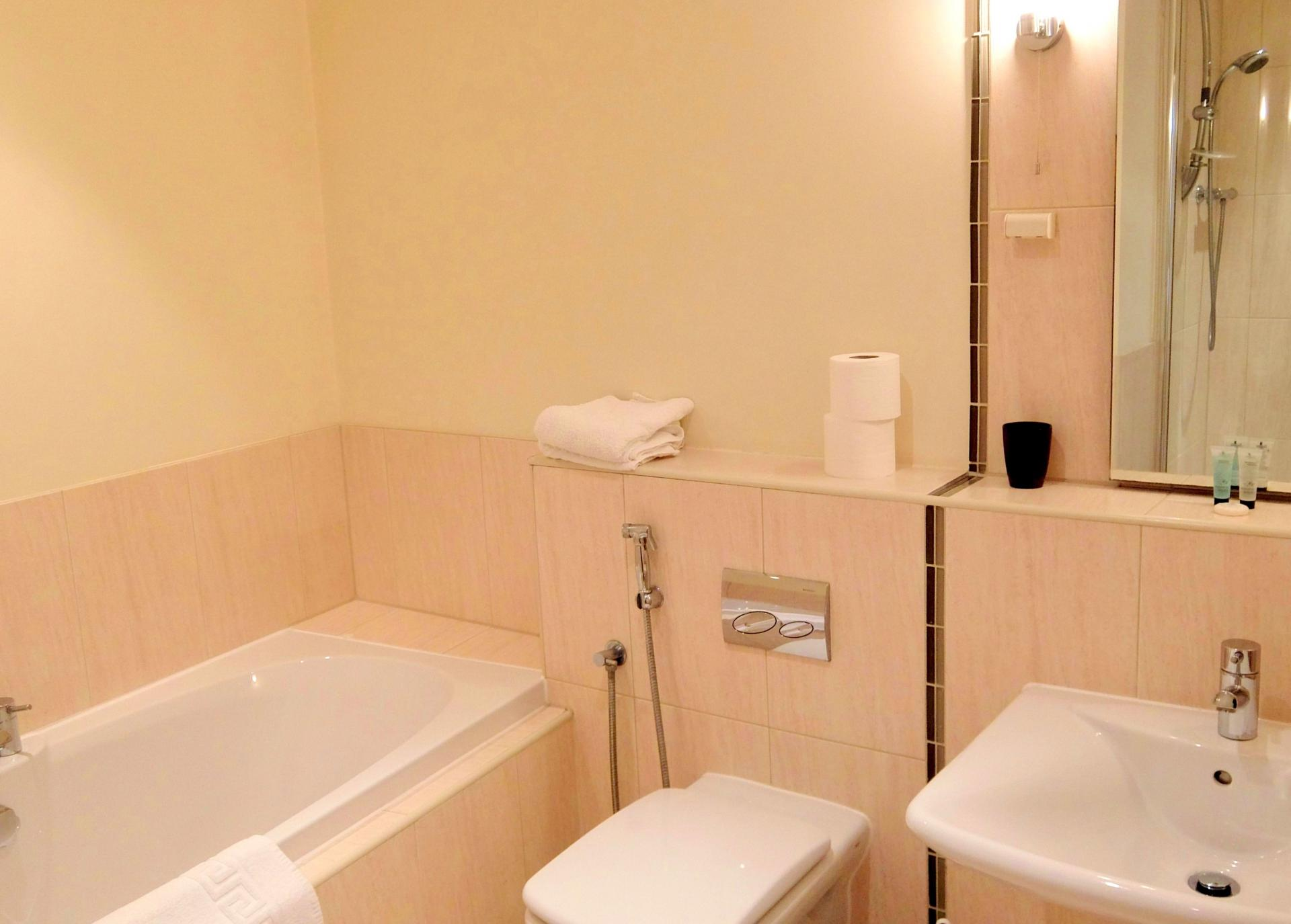 Bathroom at Hampton Court Serviced Apartments, Hampton Court, London - Citybase Apartments