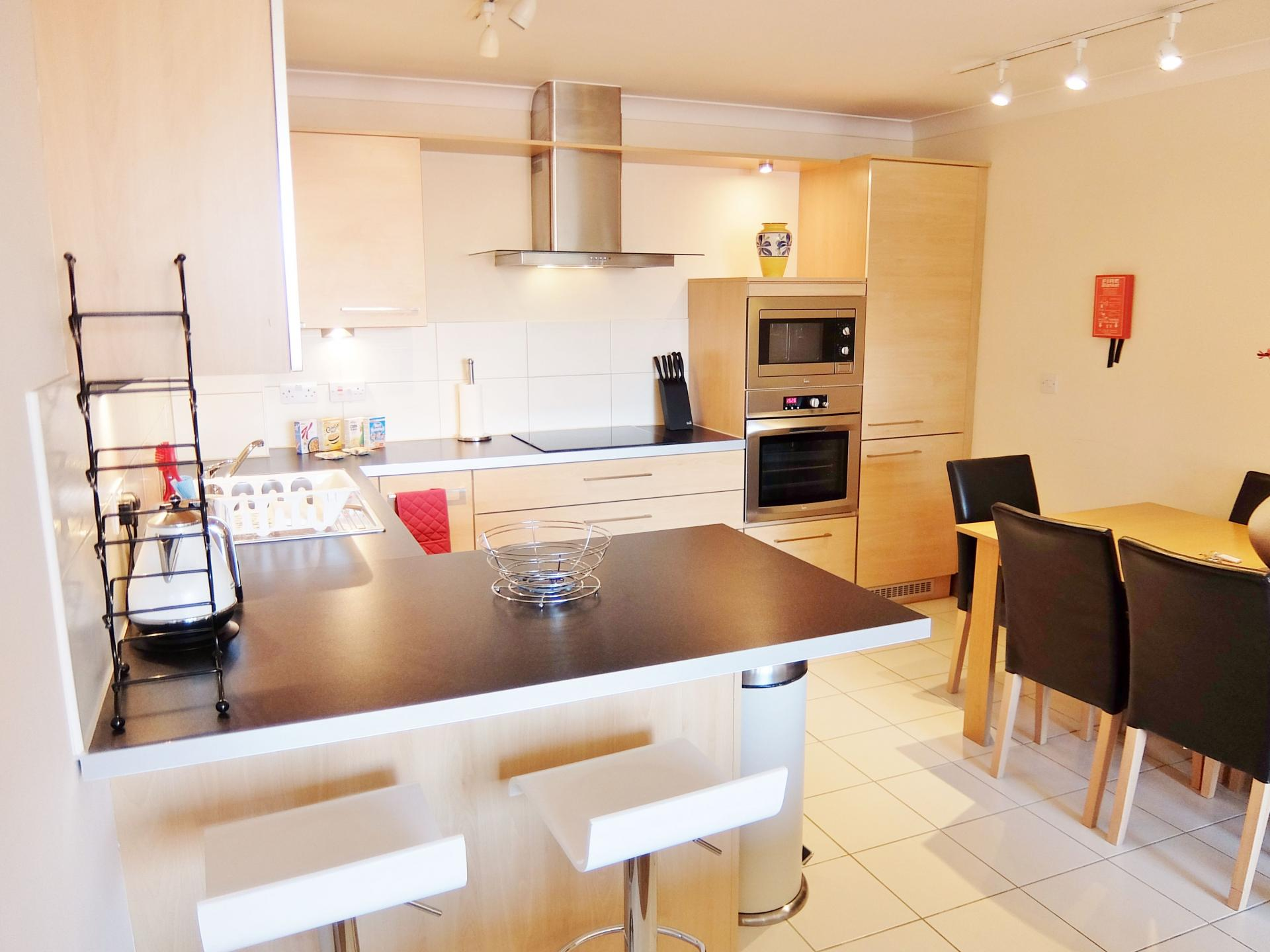 Kitchen diner at Hampton Court Serviced Apartments, Hampton Court, London - Citybase Apartments