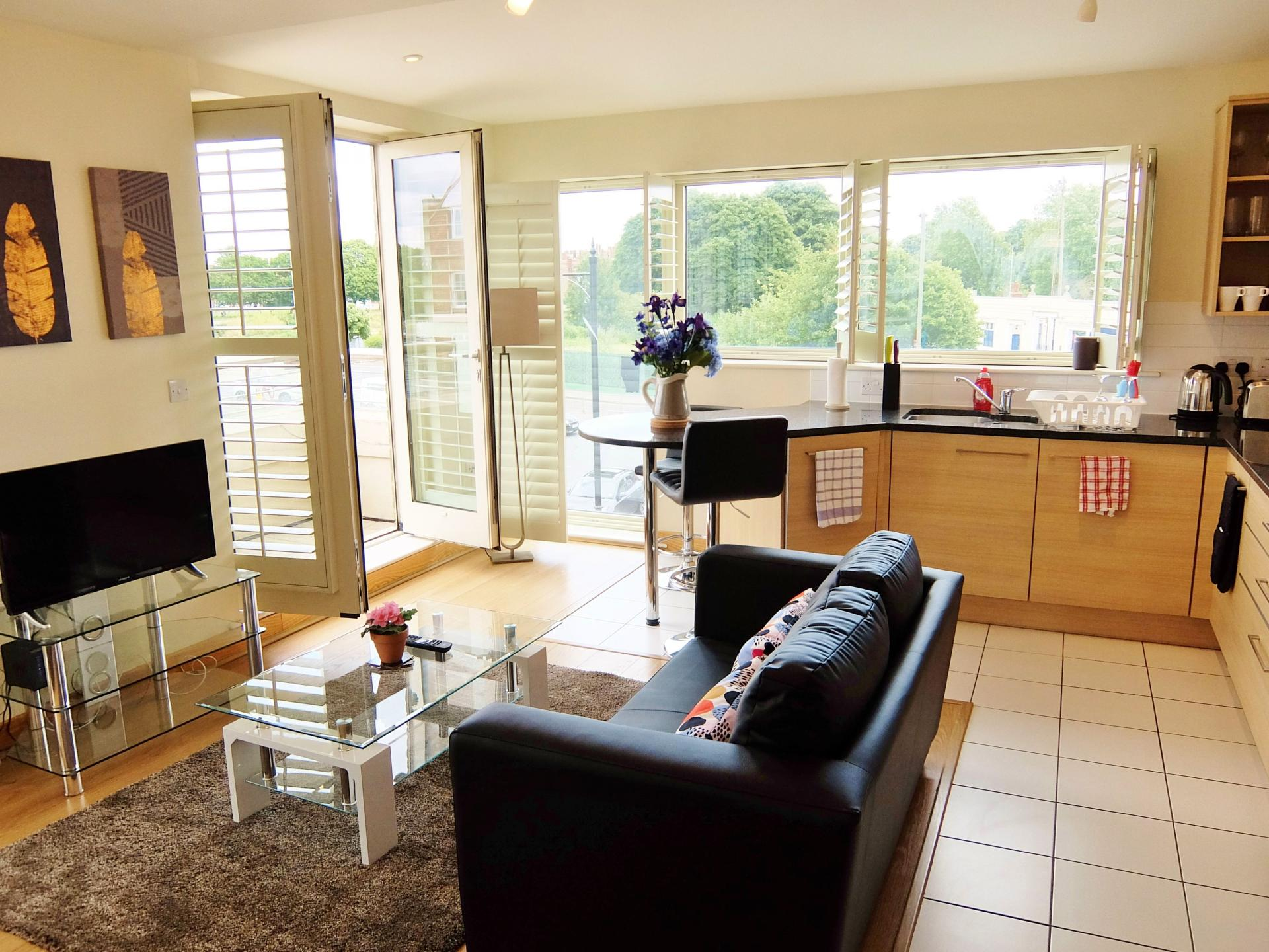 TV at Hampton Court Creek Road Apartments, Hampton Court, London - Citybase Apartments