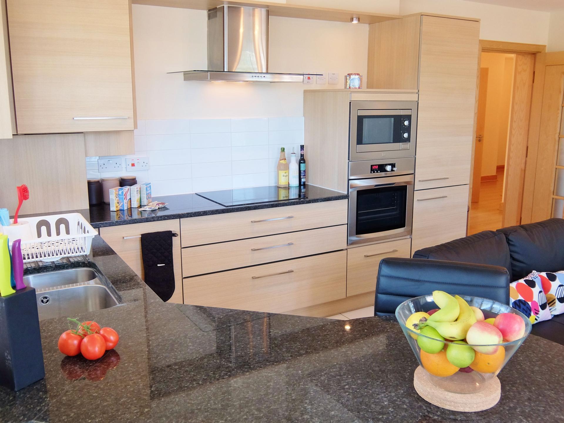 Kitchen at Hampton Court Creek Road Apartments - Citybase Apartments