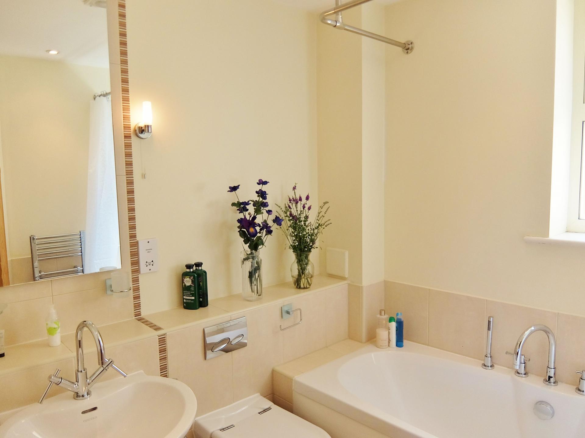 Bathroom Hampton Court Creek Road Apartments - Citybase Apartments