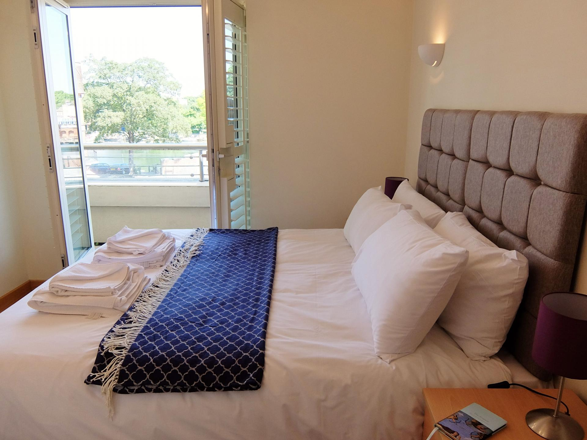 Bedroom Hampton Court Creek Road Apartments - Citybase Apartments
