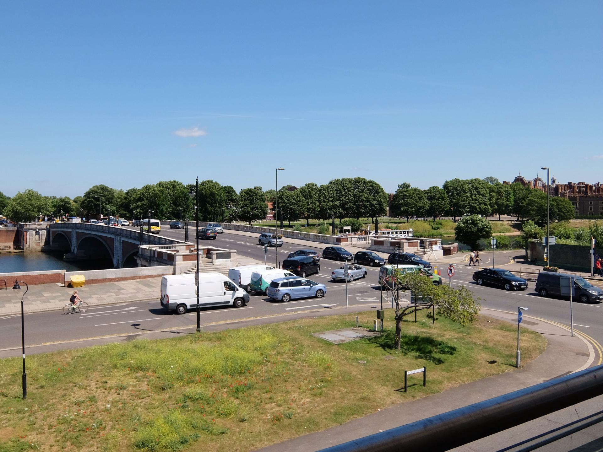 Views at Hampton Court Creek Road Apartments - Citybase Apartments
