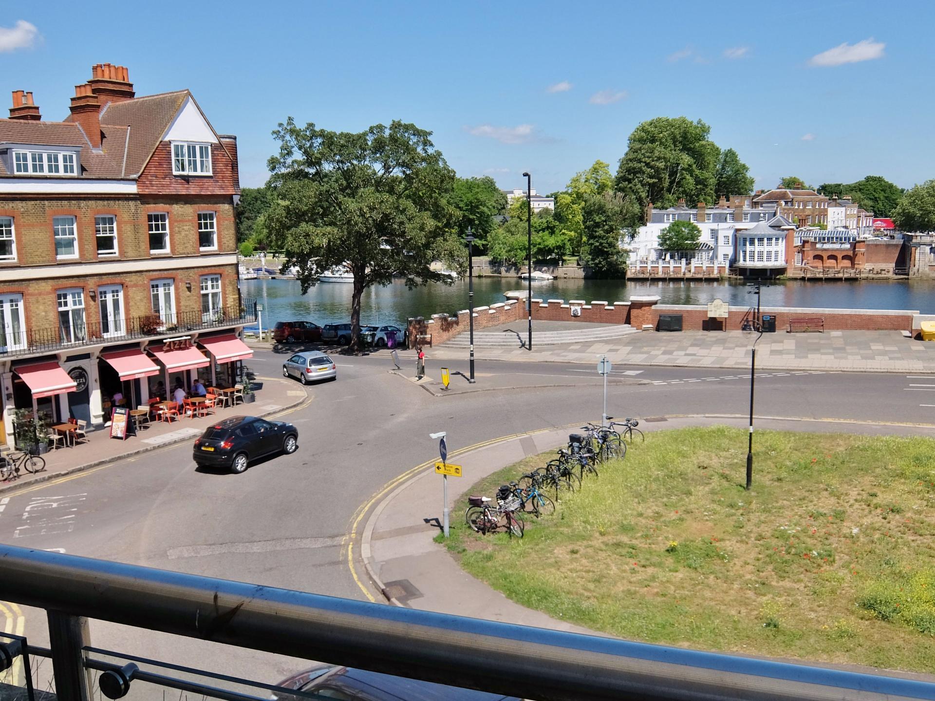 Balcony View at Hampton Court Creek Road Apartments - Citybase Apartments