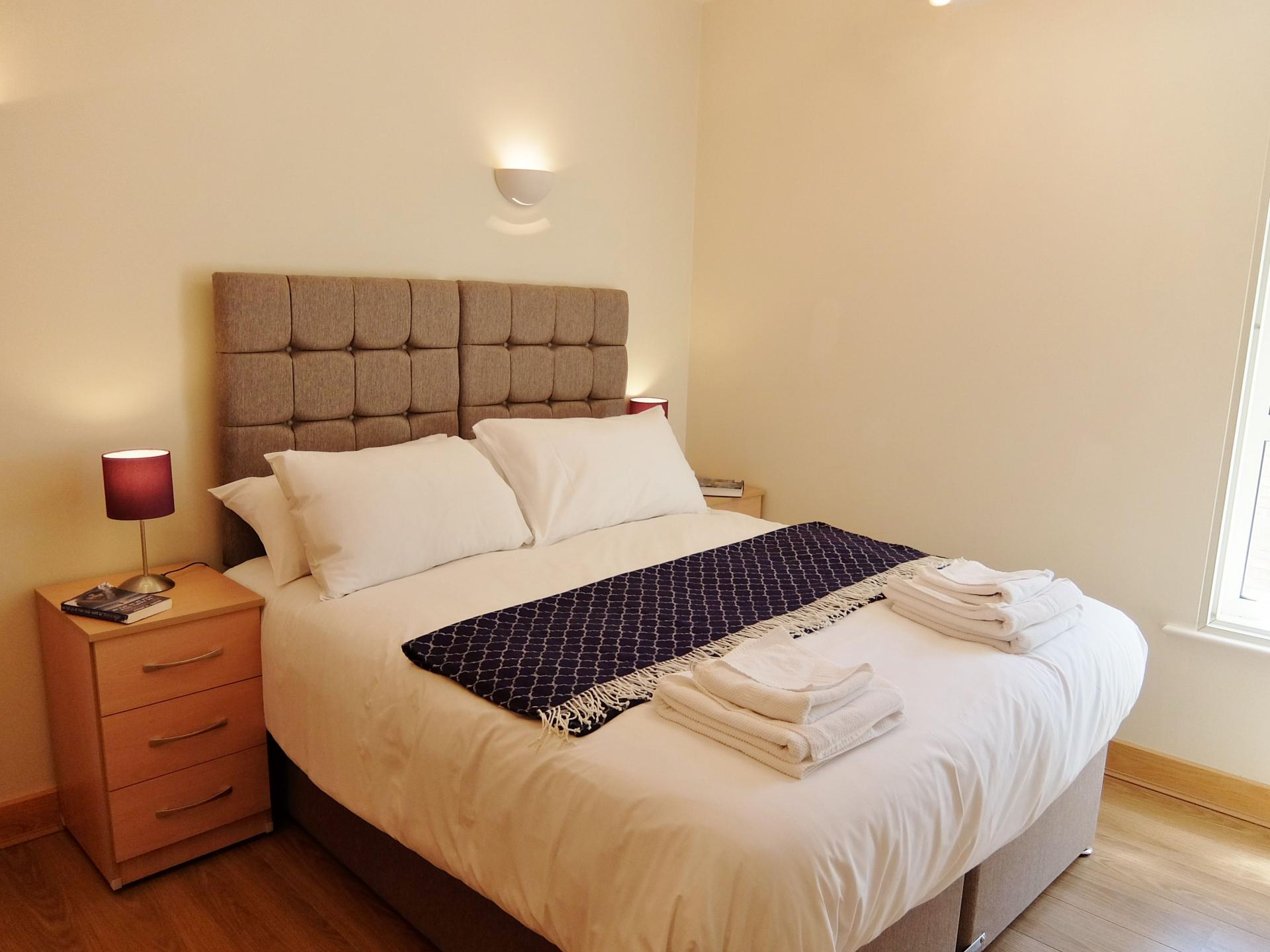 Double Bed at Hampton Court Creek Road Apartments - Citybase Apartments