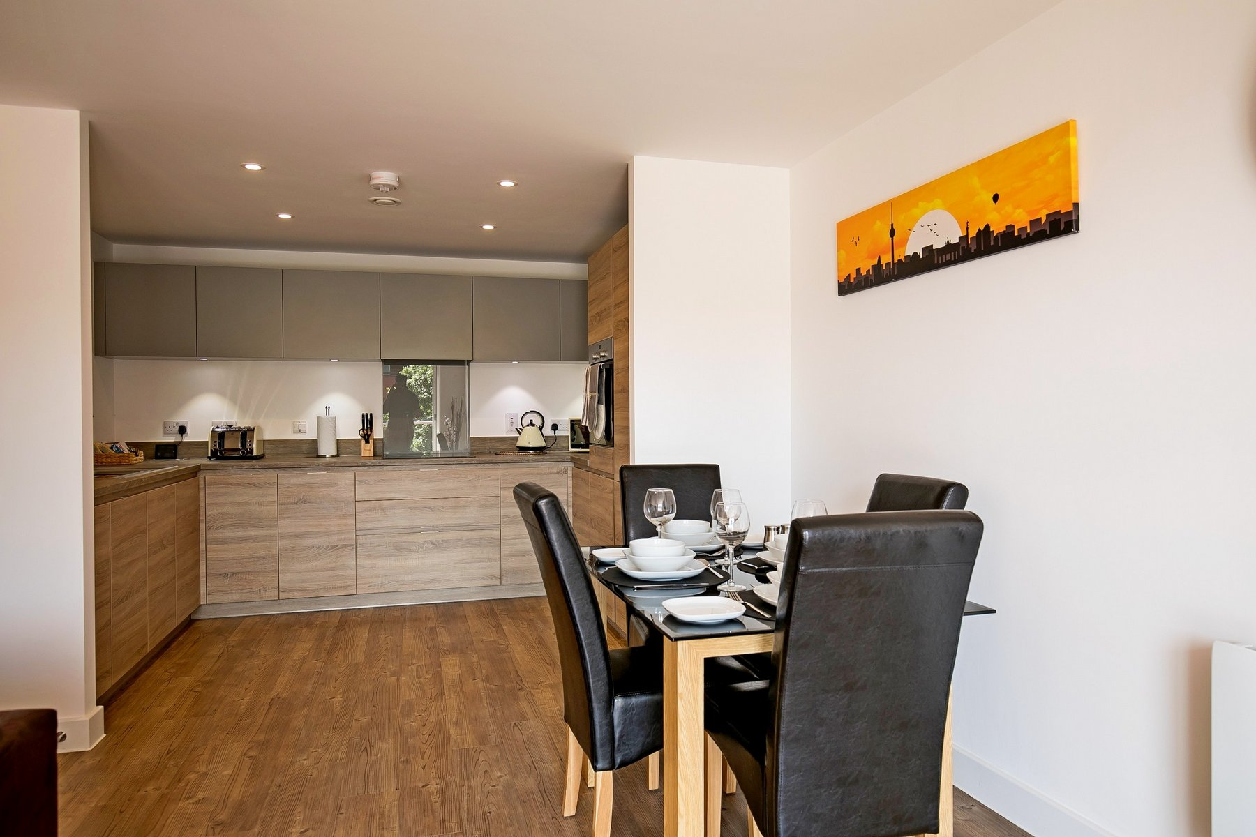 Dining area at Kennet House Serviced Apartments, Centre, Reading - Citybase Apartments