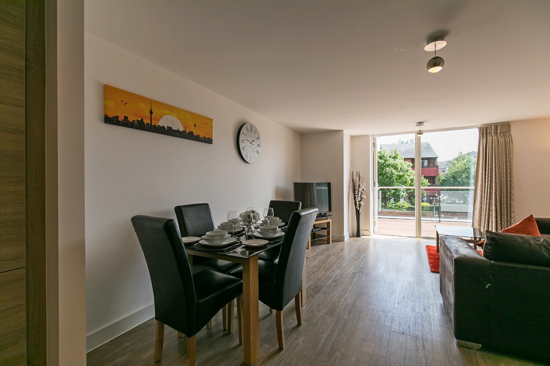Dining table at Kennet House Serviced Apartments, Centre, Reading - Citybase Apartments
