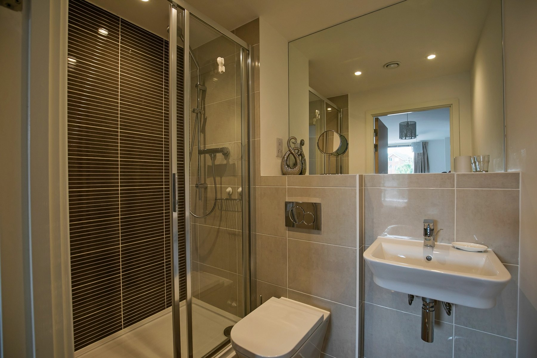 Shower at Kennet House Serviced Apartments, Centre, Reading - Citybase Apartments