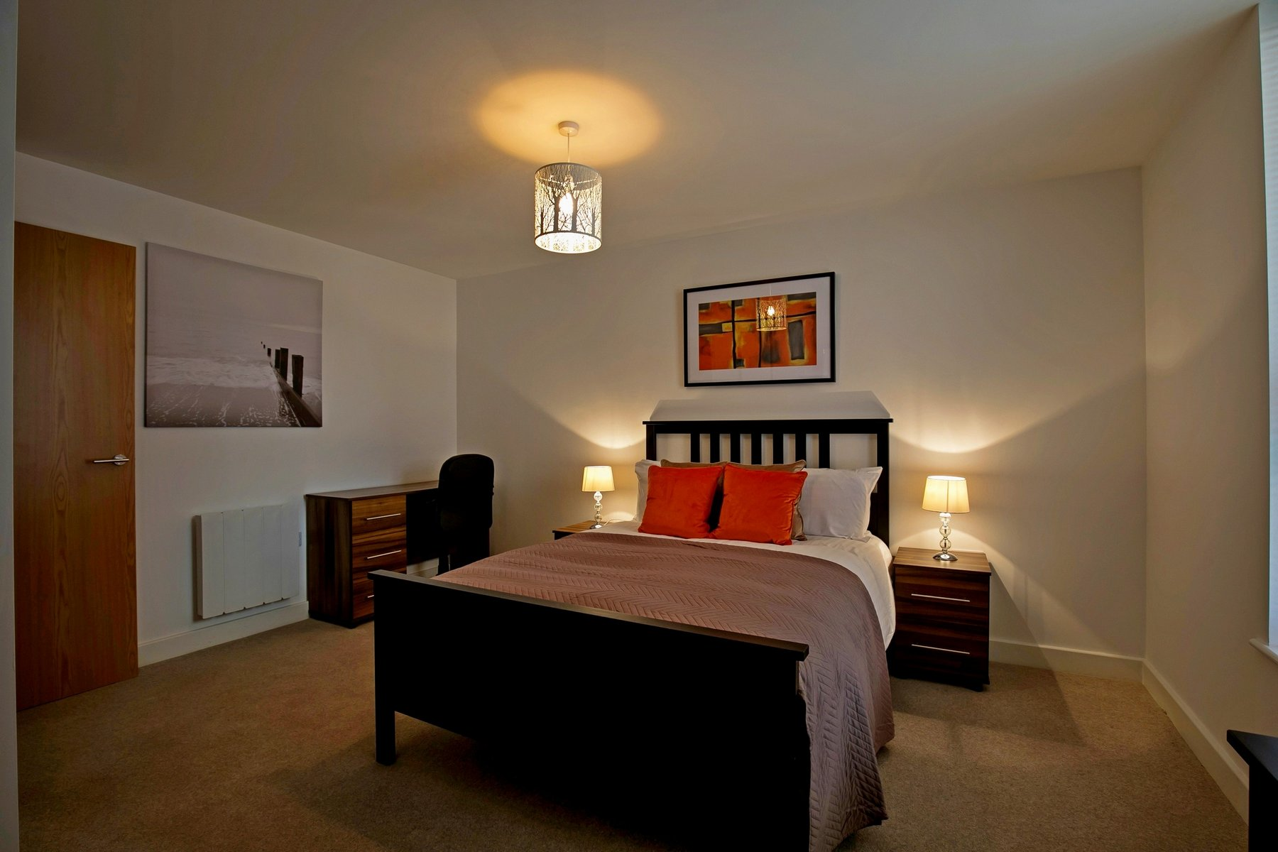 Comfy bed at Kennet House Serviced Apartments, Centre, Reading - Citybase Apartments