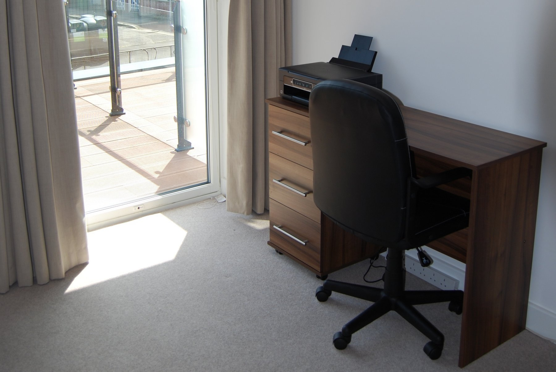 Work desk at Kennet House Serviced Apartments, Centre, Reading - Citybase Apartments