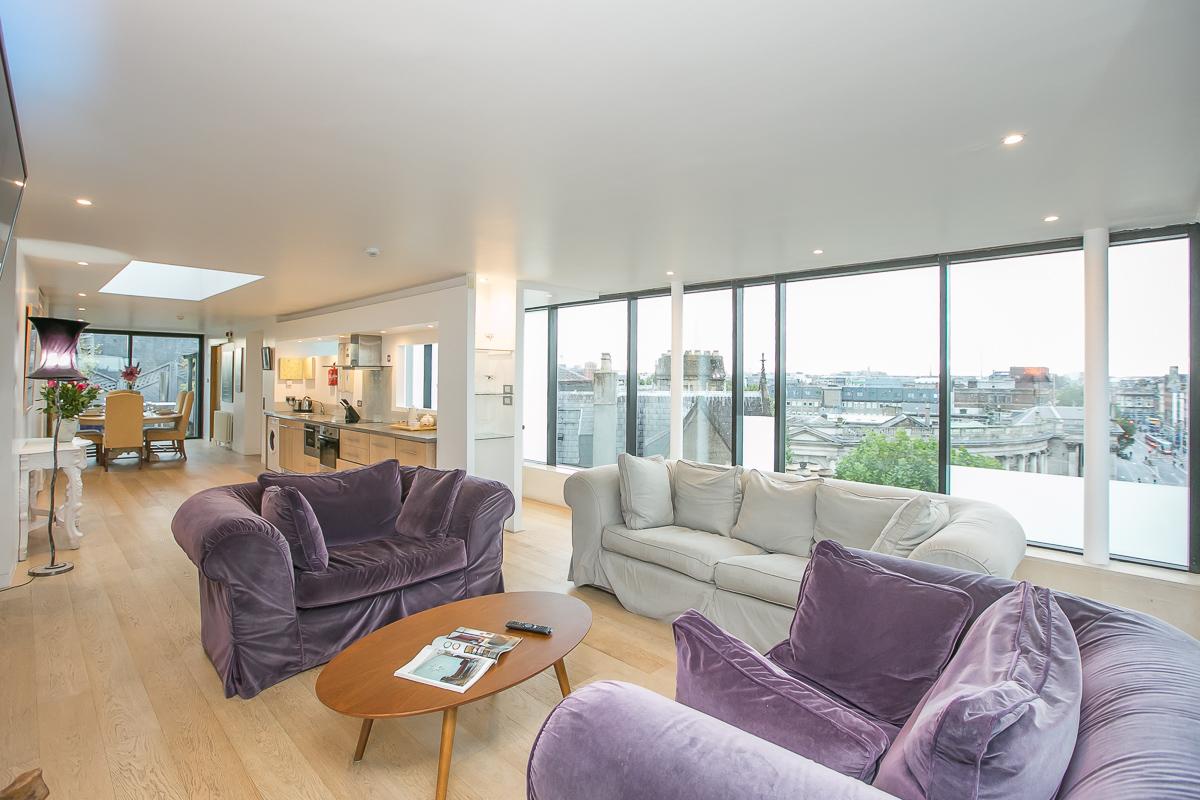 Living room at Trinity Gardens Apartment, Centre, Dublin - Citybase Apartments