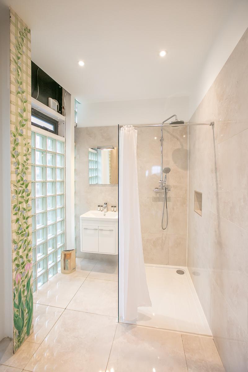 Shower at Trinity Gardens Apartment, Centre, Dublin - Citybase Apartments