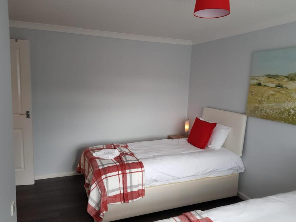 Sleep at Penllech House, Top Valley, Nottingham - Citybase Apartments