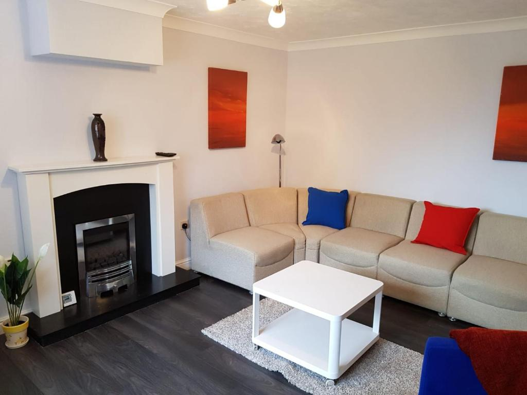 Fireplace at Penllech House, Top Valley, Nottingham - Citybase Apartments