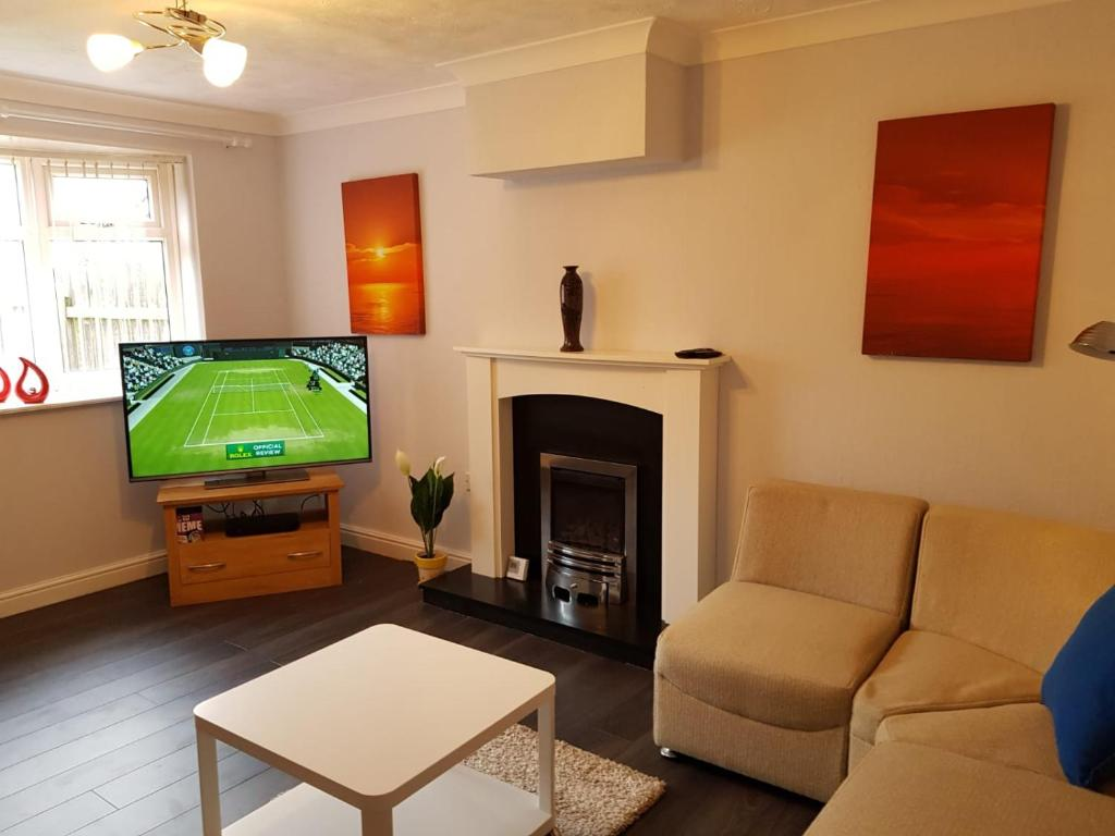 TV at Penllech House, Top Valley, Nottingham - Citybase Apartments