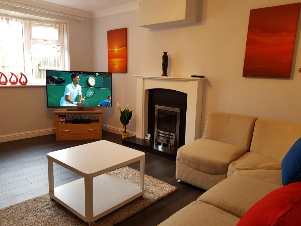 Living room at Penllech House, Top Valley, Nottingham - Citybase Apartments
