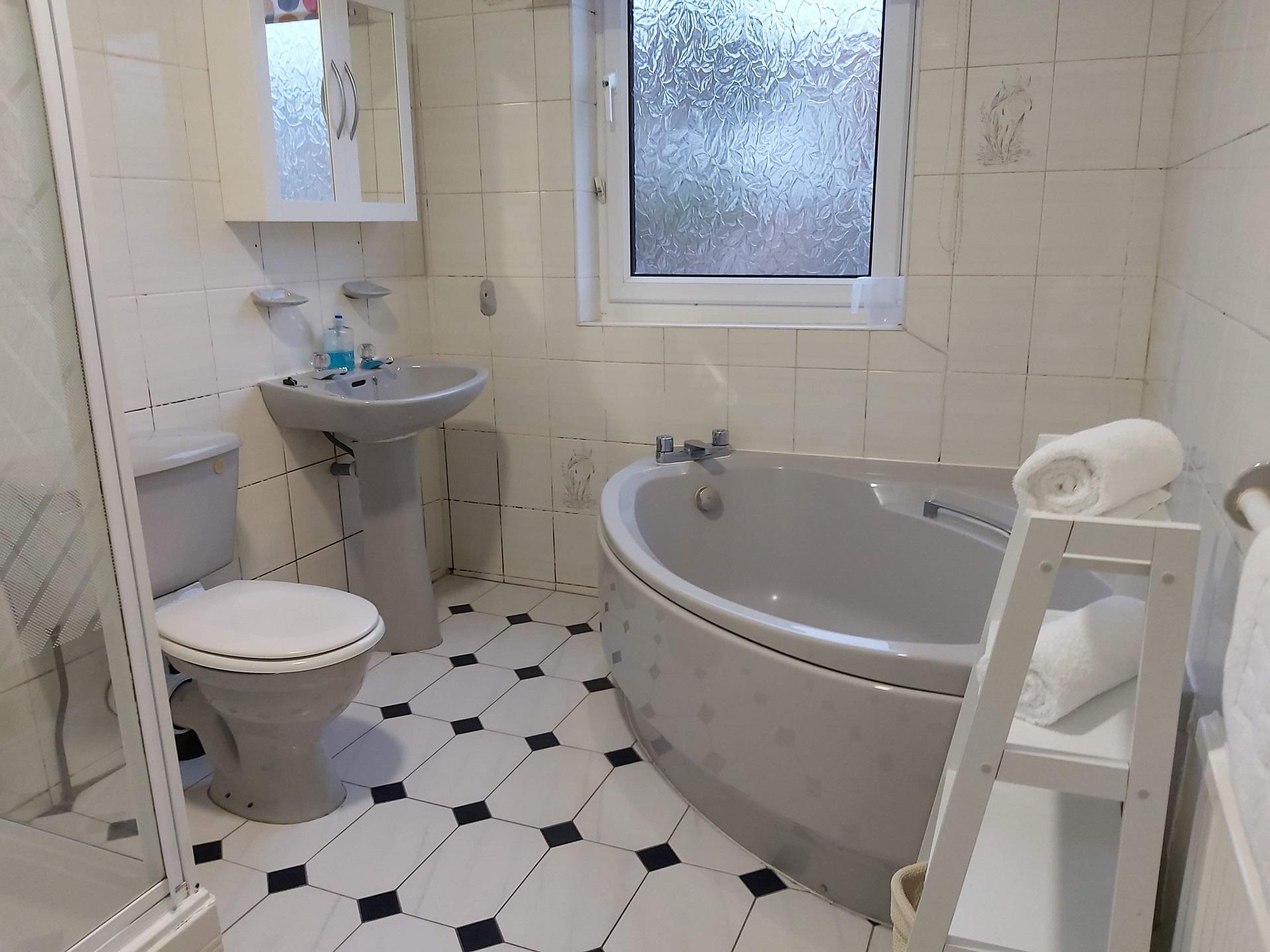 Bathroom at Garden City House, Carlton, Nottingham - Citybase Apartments