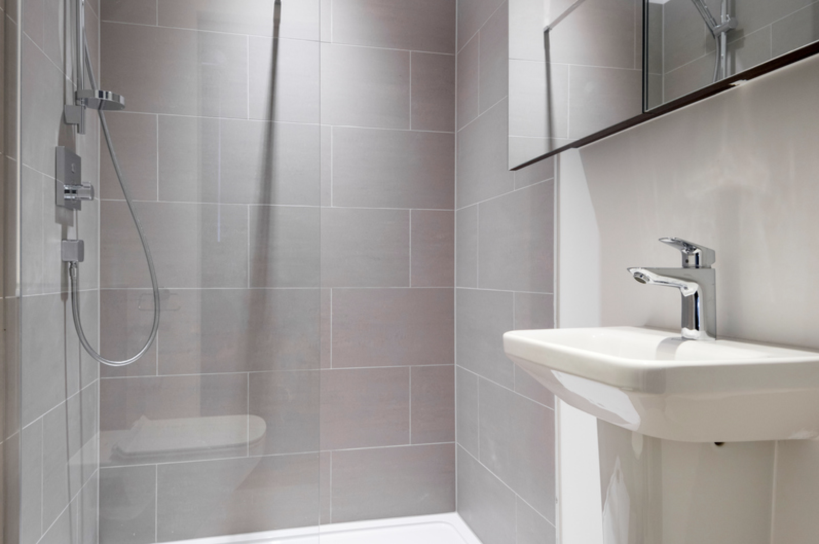 Shower at Drum Court Apartments, Barnsbury, London - Citybase Apartments