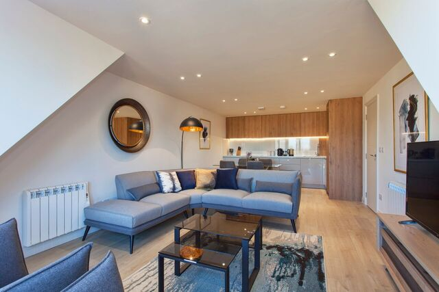 Living area at Brixham Court Apartments, Centre, Staines - Citybase Apartments