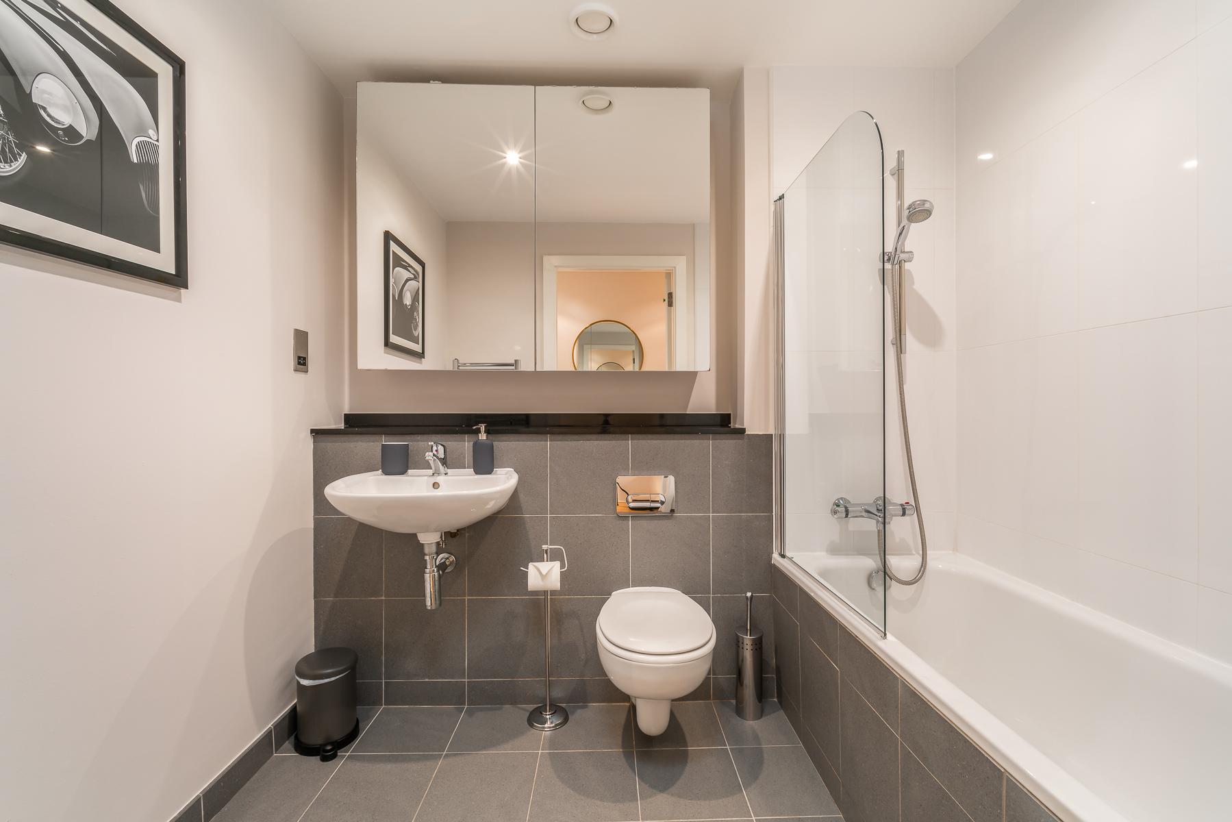 Bathroom at Lazer Lane Apartment, Centre, Dublin - Citybase Apartments