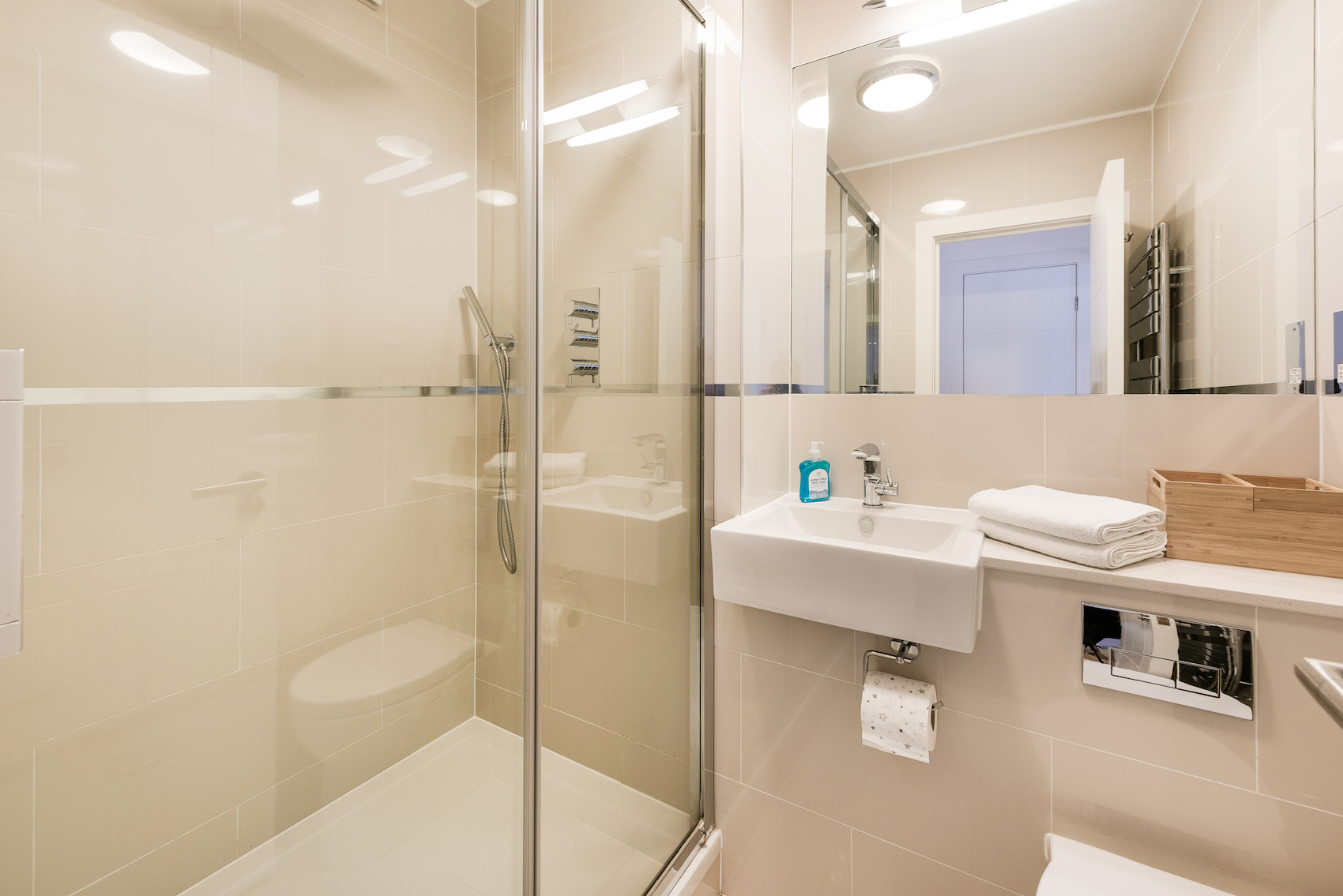 Bathroom at Short Gardens Apartment, Covent Garden, London - Citybase Apartments