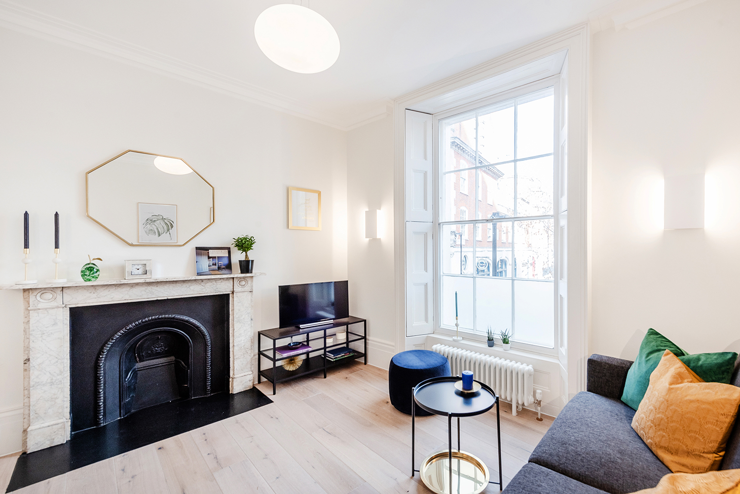 Living area at Short Gardens Apartment, Covent Garden, London - Citybase Apartments