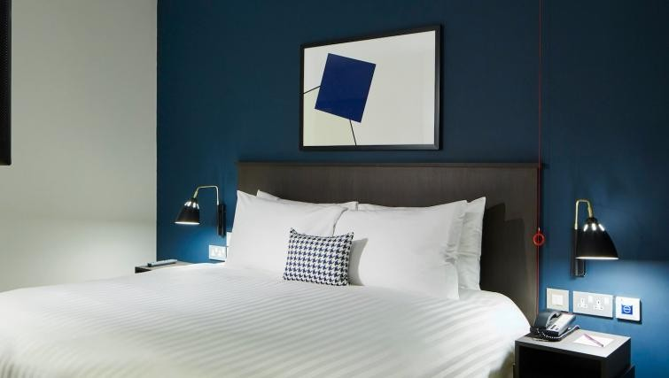Double bed at Residence Inn London Bridge - Citybase Apartments