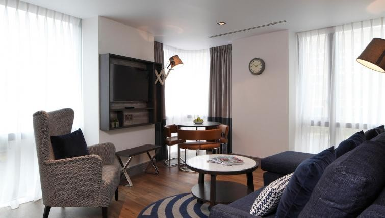 Modern lounge at Residence Inn London Bridge - Citybase Apartments