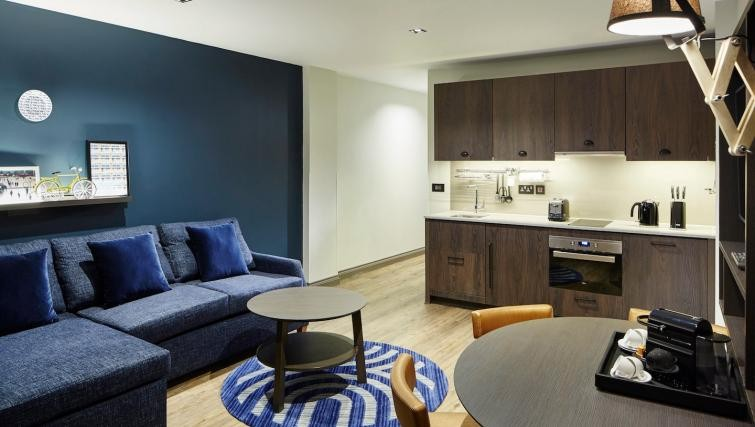 Cosy livnig room at Residence Inn London Bridge - Citybase Apartments