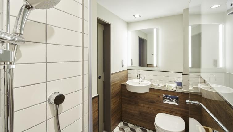 Bathroom at Residence Inn London Bridge - Citybase Apartments