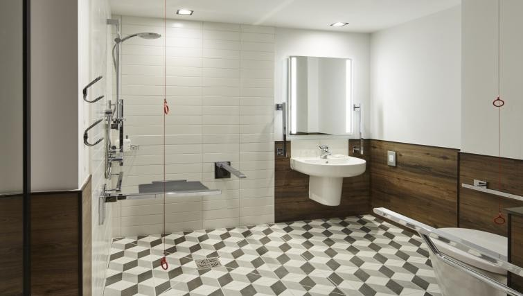 Spacious bathroom at Residence Inn Kensington - Citybase Apartments