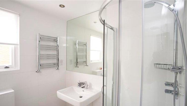 Pristine bathroom at Paddington Green Apartments - Citybase Apartments
