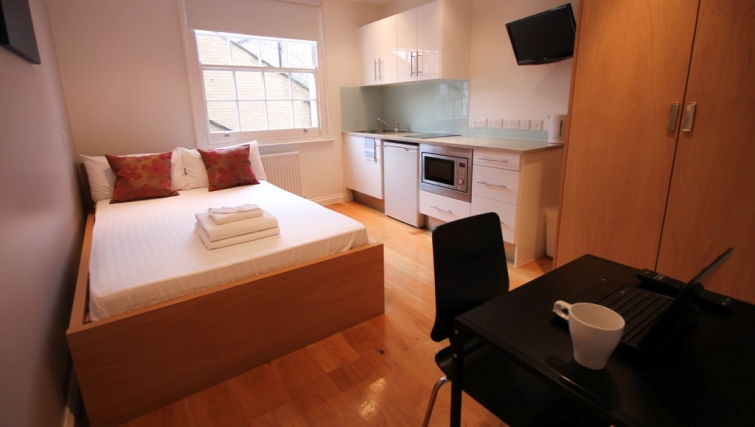 Small double studio at Paddington Green Apartments - Citybase Apartments