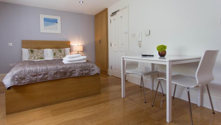 Small bedroom at Paddington Green Apartments - Citybase Apartments