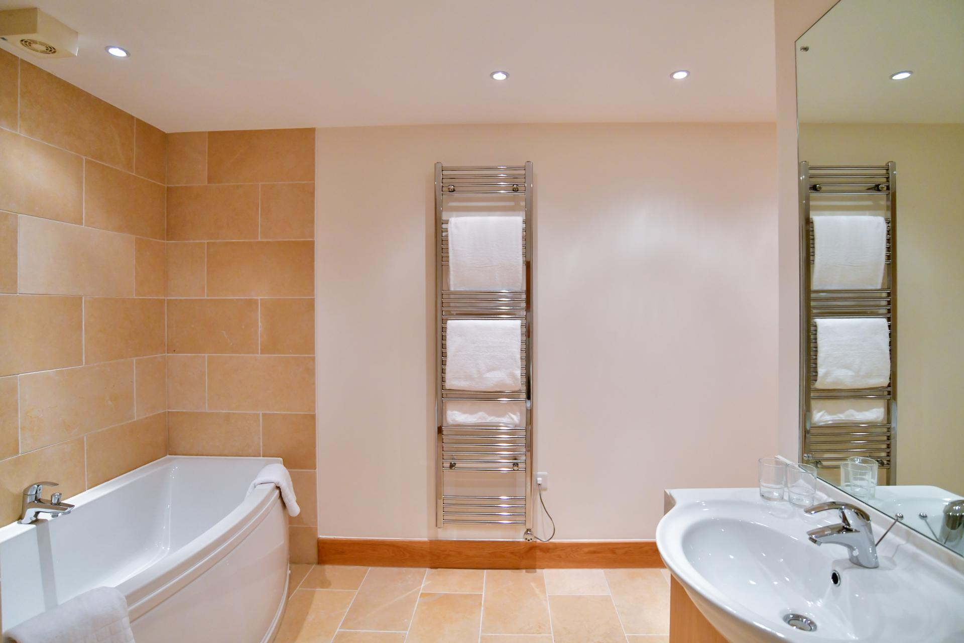 Bathroom 1 at Meridian Quay Penthouses, Maritime Quarter, Swansea - Citybase Apartments