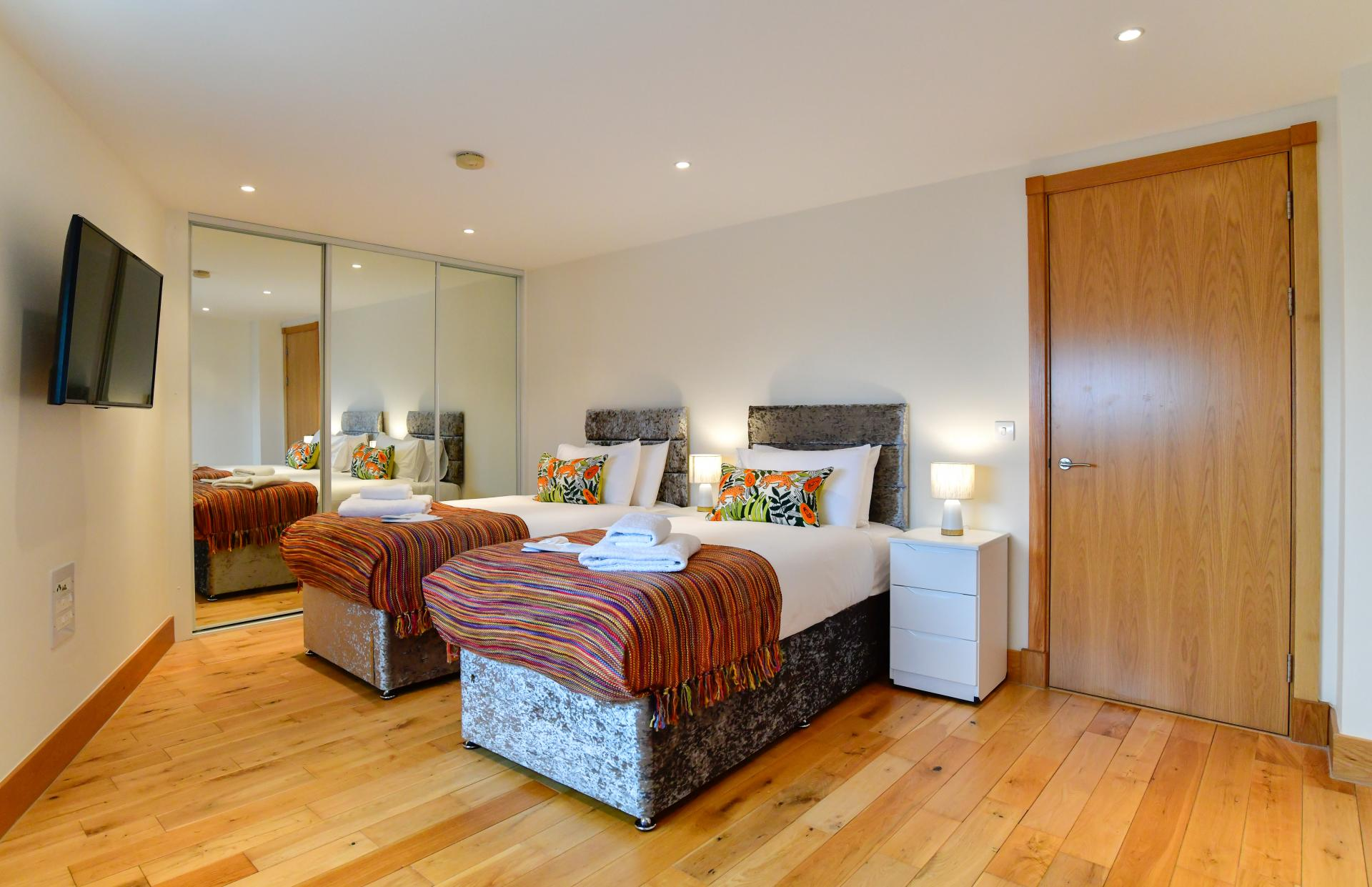 Twin Room at Meridian Quay Penthouses, Maritime Quarter, Swansea - Citybase Apartments