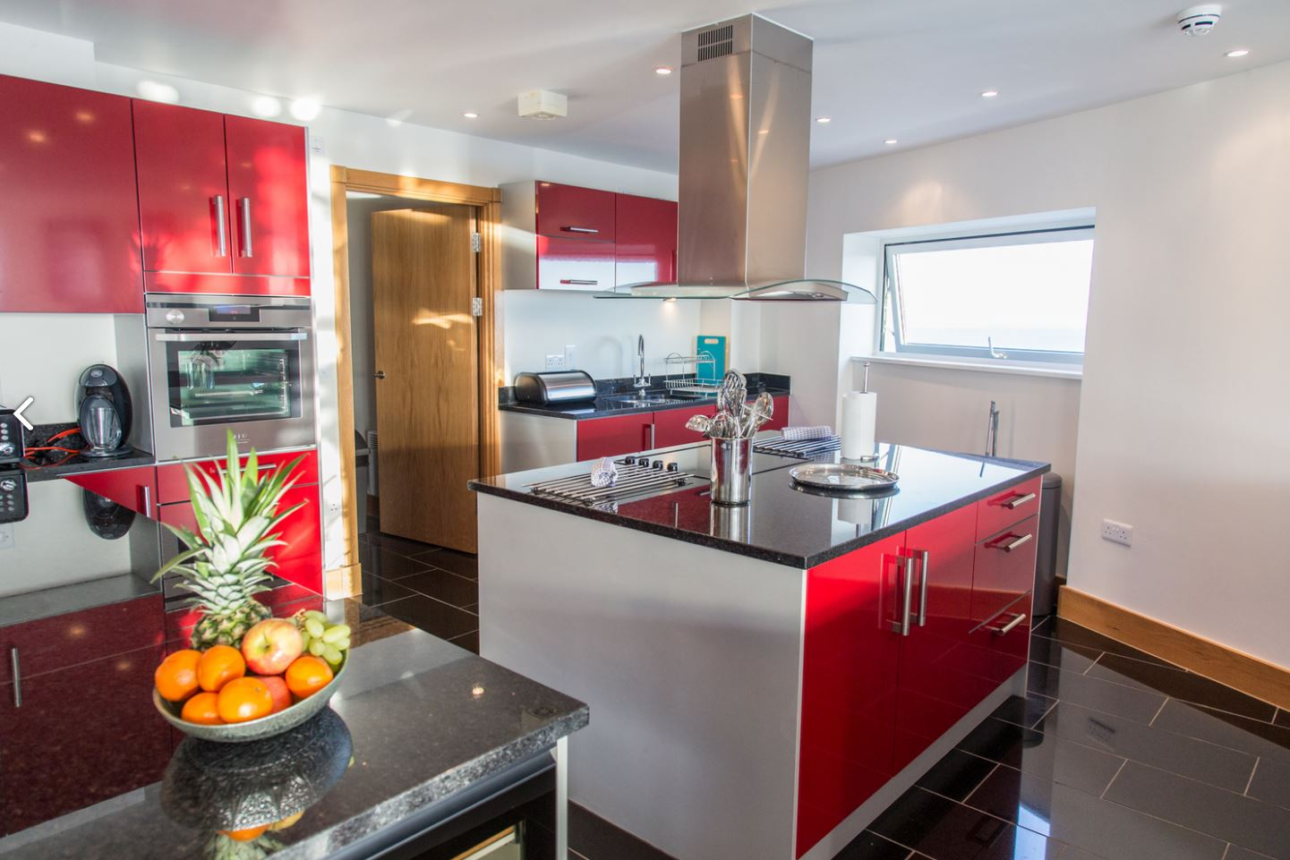 Kitchen at Meridian Quay Penthouses, Maritime Quarter, Swansea - Citybase Apartments