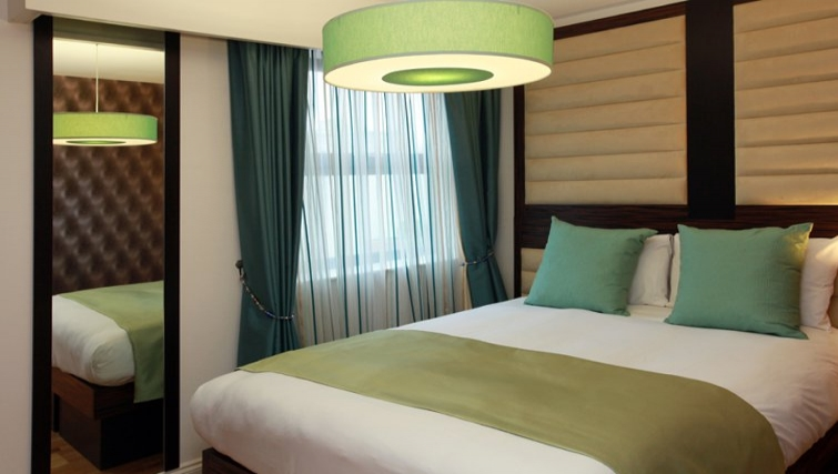 Attractive bedroom in Best Western Maitrise Suites Hotel - Citybase Apartments