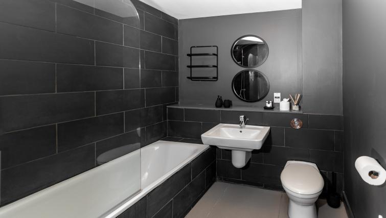 Bath at City Stay Apartments Hub - Citybase Apartments